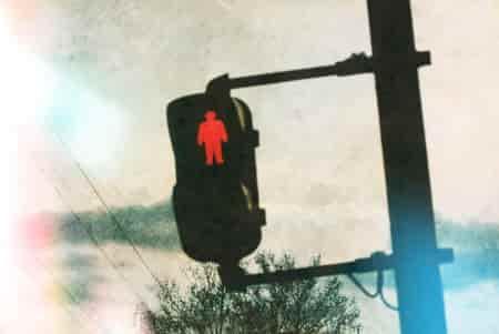 赤信号みんなで渡れば怖くない